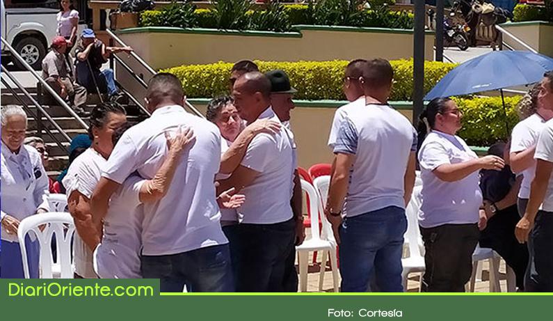 Photo of En Granada promueven el perdón con abrazos