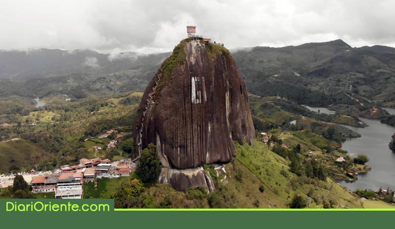 Photo of Denuncian estafas con planes turísticos que incluyen escalar la Piedra de El Peñol