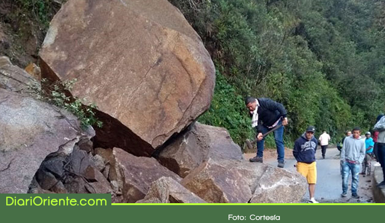 Photo of Caída de rocas preocupa los transportadores de Sonsón, Argelia y Nariño