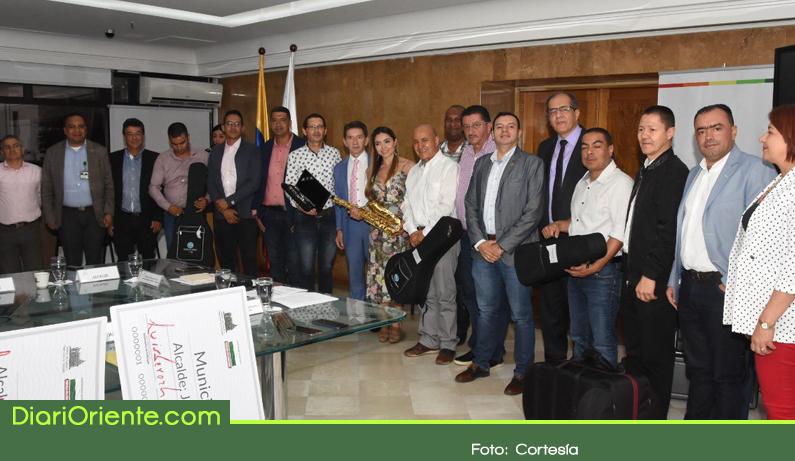 Photo of Municipios del Oriente Antioqueño recibieron dotación para las escuelas de música.