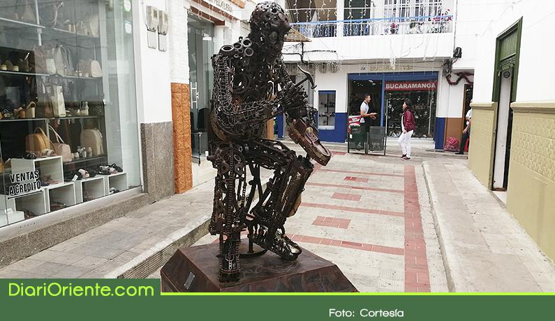 Photo of Con escultura Rionegro hace homenaje a sus zapateros