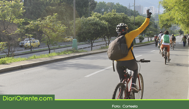 Photo of Ir en bicicleta al trabajo reduce a la mitad los riesgos cardíacos