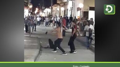 Photo of Bochornoso espectáculo: A machete se enfrentaron varios hombres en El Carmen de Viboral