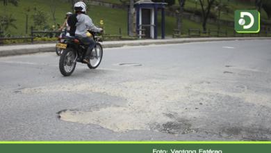 Photo of Inició reparcheo de la deteriorada vía principal del municipio de El Peñol