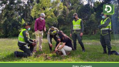 Photo of Mediante una siembra simbólica, la Policía Ambiental celebró el Día de La Tierra.