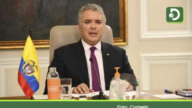 Photo of Funcionarios y contratistas públicos que ganen más de $10 millones deberán aportar el 10% de su sueldo