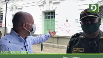 Photo of Vándalos pintaron paredes del centro de Rionegro con mensajes xenófobos