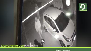 Photo of En video quedó registrado el robo de una moto y una bicicleta en Rionegro.