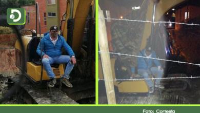 Photo of El Carmen: Hombre permanece encadenado a una excavadora por supuesta invasión de su predio
