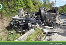 Photo of Un herido deja volcamiento de un furgón en la vía Guatapé – San Rafael.