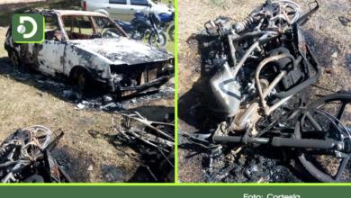 Photo of Por no venderles licor, caballistas quemaron varios vehículos en zona rural de San Vicente