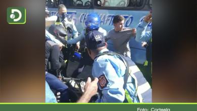 Photo of Rionegro: En video quedó registrada una pelea entre agentes de tránsito y motociclista