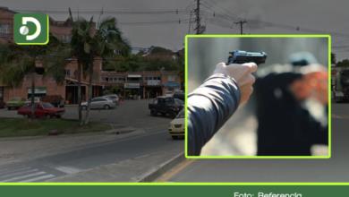Photo of Sicarios asesinan a un hombre en el parqueadero de un mall en Rionegro