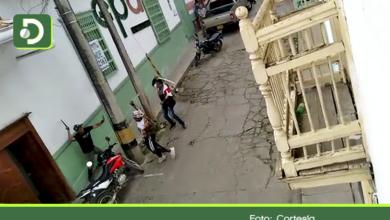 Photo of Video: Hombres se enfrentaron a machete en plena vía principal de Abejorral