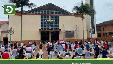 Photo of Distanciamiento social: así se vivieron los actos litúrgicos de este jueves Santo en El Carmen